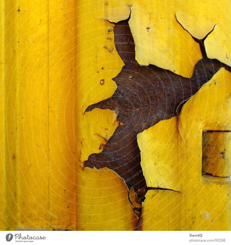 Rost/Gelb alt Farbe gelb braun Vergänglichkeit Industrie kaputt verfallen Stahl Riss Eisen Container abblättern Oxidation kurz