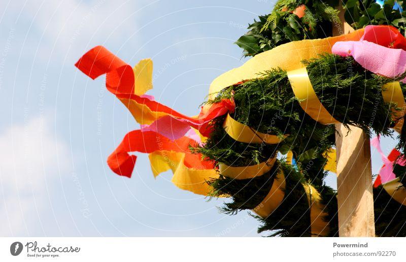 RichtFest Farbe Feste & Feiern Wind Dach Baustelle Tanne Dienstleistungsgewerbe Handwerk Baum Rede Tradition Mai Redewendung Girlande Kranz Hausbau