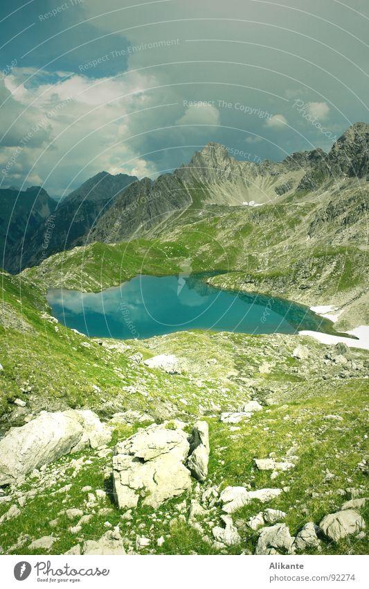 Rosskarsee Gebirgssee Wolken Allgäu Bergsteigen frisch kalt tief grün türkis Einsamkeit alpin Ferne Unendlichkeit Berge u. Gebirge Alpen Lechtal Österreich