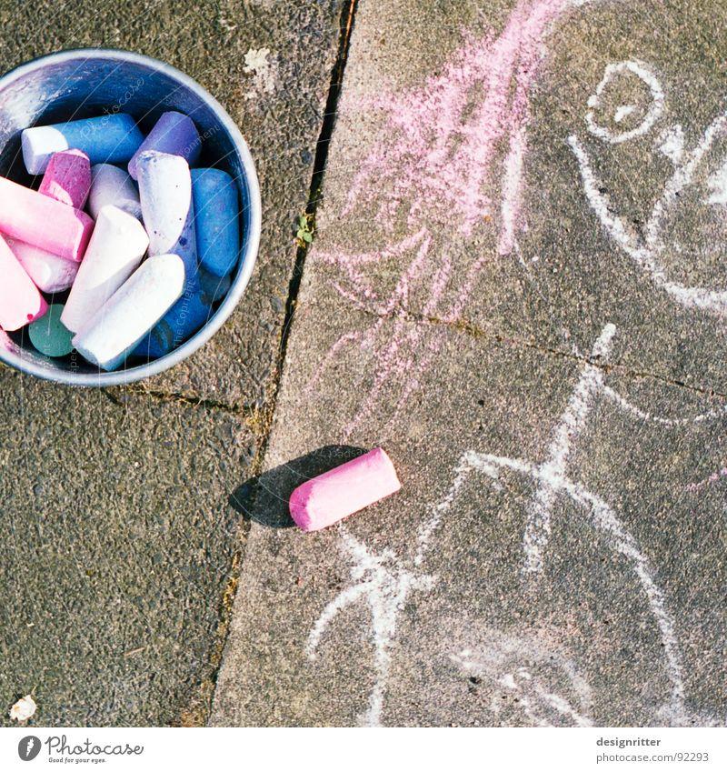 Prinzessin blau rot Straße Farbe Wege & Pfade Kunst streichen Kindheit Bürgersteig Kreide Strassenmalerei