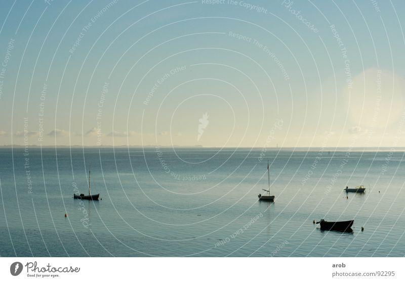 4 ships and some clouds Wasser Himmel Meer blau ruhig Wolken Wasserfahrzeug hell Stimmung Horizont Bucht Ostsee Verlauf