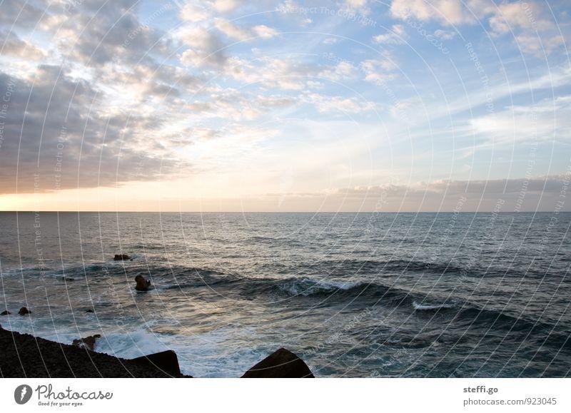 als wir am Meer saßen Ferien & Urlaub & Reisen schön Wasser Einsamkeit Wolken Ferne Küste Freiheit Horizont Idylle Wellen Tourismus Insel Ausflug beobachten