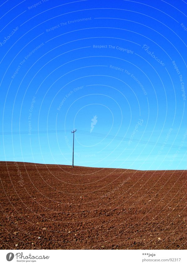 jojo auf dem mond Himmel blau Frühling braun Feld Kabel Landwirtschaft Amerika Mond Strommast ländlich himmelblau karg gepflügt