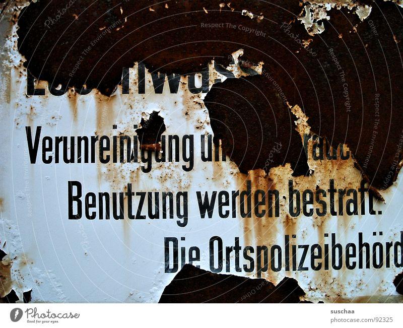 .. alles strengstens verboten alt Farbe dreckig Schilder & Markierungen kaputt verfallen Rost Warnhinweis gefangen Verbote abblättern bestraft