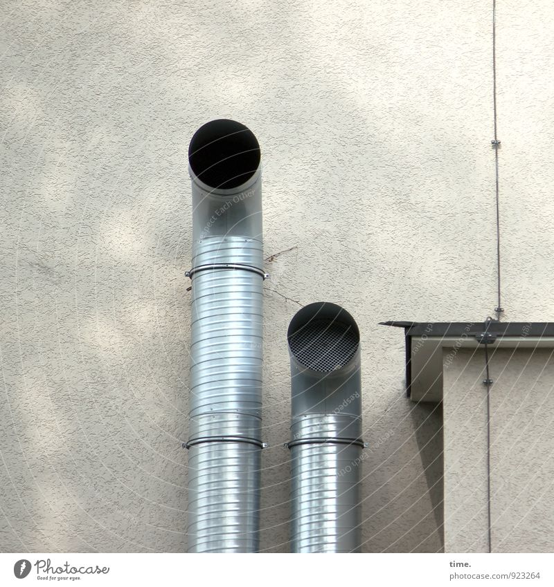 Rrrrooaarr Mauer Wand Dach Blitzableiter Röhren Lüftung Abluft Metall Tapferkeit selbstbewußt Kraft Mut Freundschaft Zusammensein standhaft Angst Design