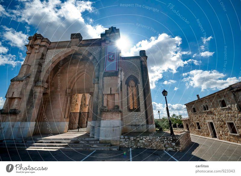 Erleuchtung Himmel Wolken Sonne Sommer Schönes Wetter Wärme Haus Kirche Bauwerk Architektur Mauer Wand Fassade Sehenswürdigkeit ästhetisch Säule Portal Bogen