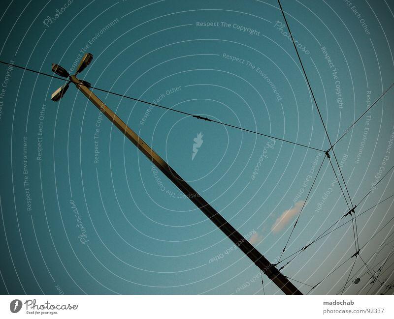 IT'S A SPIDERMAN'S WORLD Himmel blau Wolken Lampe Linie Beleuchtung Kraft Kabel Netz Laterne Verbindung
