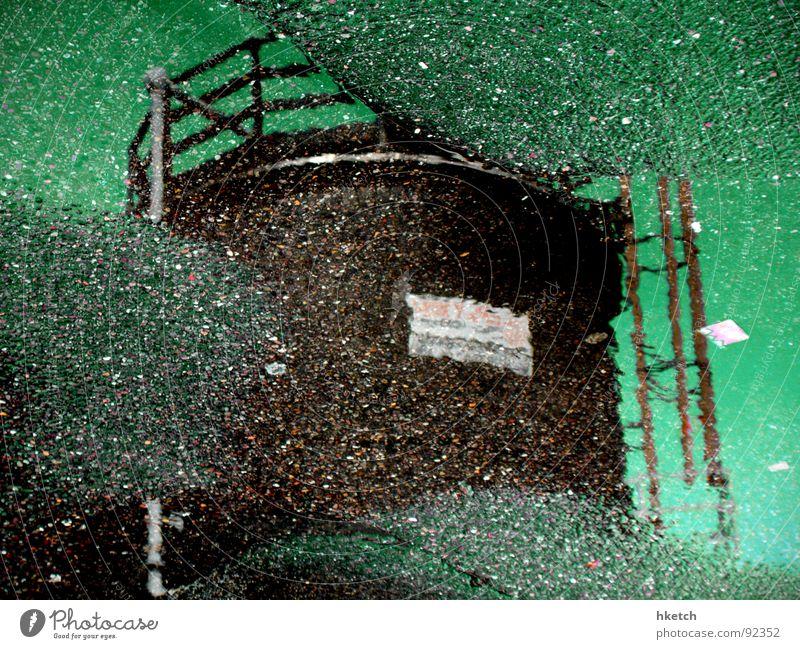 Kornspeicherplatz Wasser Regen nass Landwirtschaft Asphalt Getreide Spiegel Korn Pfütze Teer Dachboden Silo Überschwemmung Spiegelei