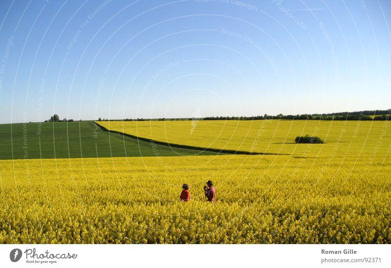 Rapsodie #3 Mensch Natur Himmel grün blau rot gelb Ferne Frühling Graffiti Feld Aussicht harmonisch