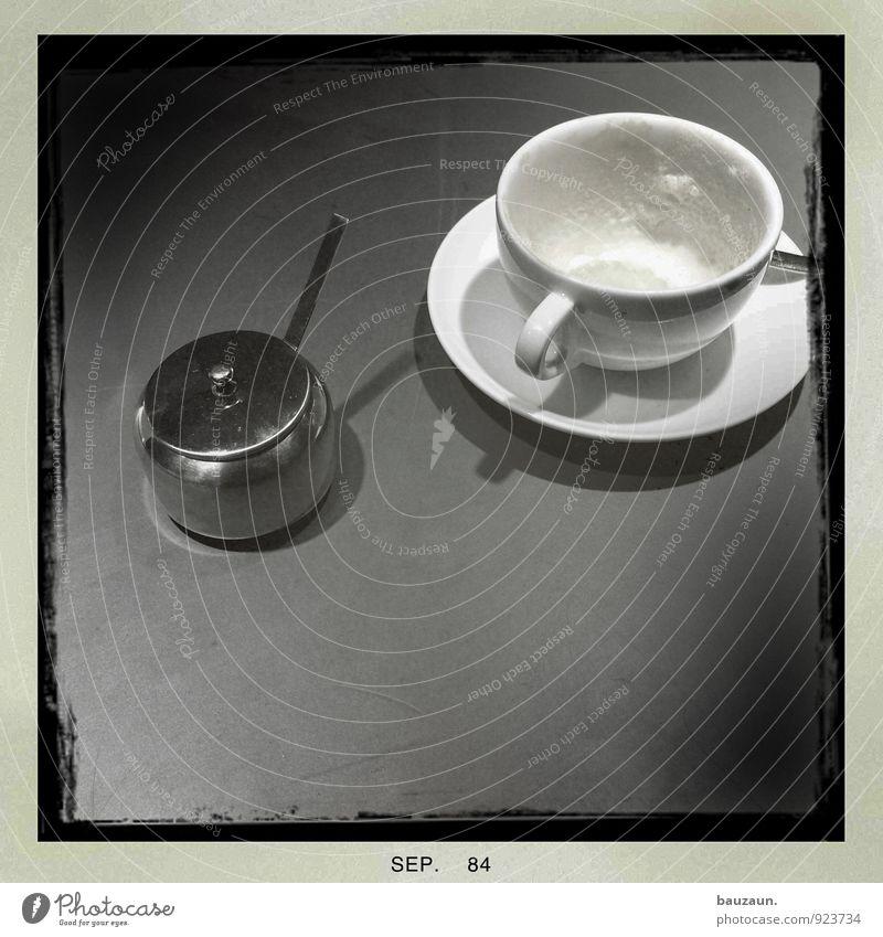 morgäääähn. Lebensmittel Ernährung Frühstück Kaffeetrinken Getränk Heißgetränk Milch Kakao Latte Macchiato Teller Tasse Löffel lecker Laster Zucker Milchschaum