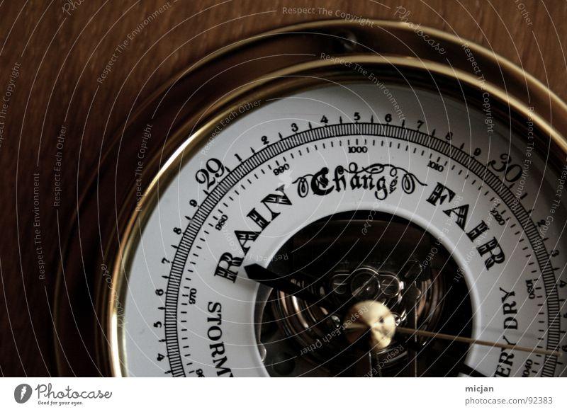 Morgen wirds HEISS! HEISS! HEISS! alt Sommer Wand Holz Metall Wetter glänzend elegant Wandel & Veränderung retro Technik & Technologie rund Ziffern & Zahlen Klarheit Wissenschaften Statue
