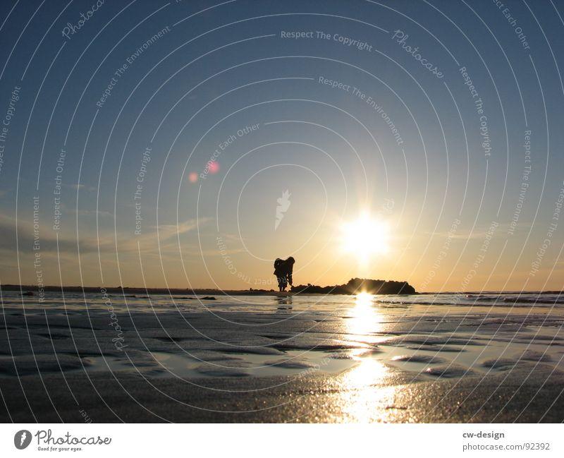 wann kommt die flut? Mensch Wasser Ferien & Urlaub & Reisen Sommer Sonne Meer Freude Strand schwarz Erholung Herbst Spielen Küste klein Sand springen