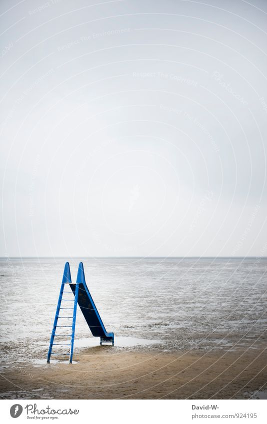 Wasserrutsche im nirgendwo Mensch Kind Ferien & Urlaub & Reisen blau Meer Landschaft Strand Ferne Spielen außergewöhnlich Sand Stimmung träumen Freizeit & Hobby