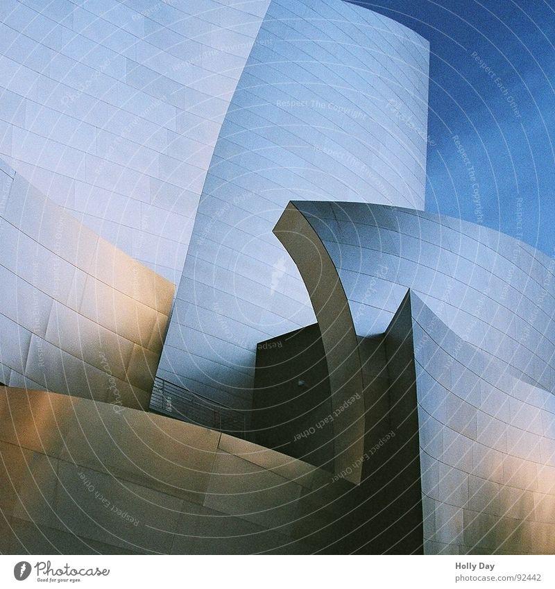 Zeichentrick modern Perspektive Spiegel Konzert Stahl Lagerhalle Blauer Himmel Los Angeles
