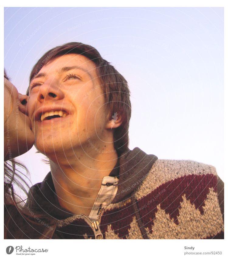 Glücklich Küssen altmodisch retro 2 Liebe harmonisch Frau Mann Jacke Zusammensein Erholung Freude Rethro lachen Happy Paar Grins kiss Himmel Auge