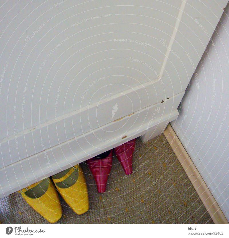für pont.chen, pontchen, ponte weiß rot gelb Farbe Wand oben Schuhe Tanzen Raum Bekleidung Perspektive Ecke Bodenbelag Reinigen Spitze streichen