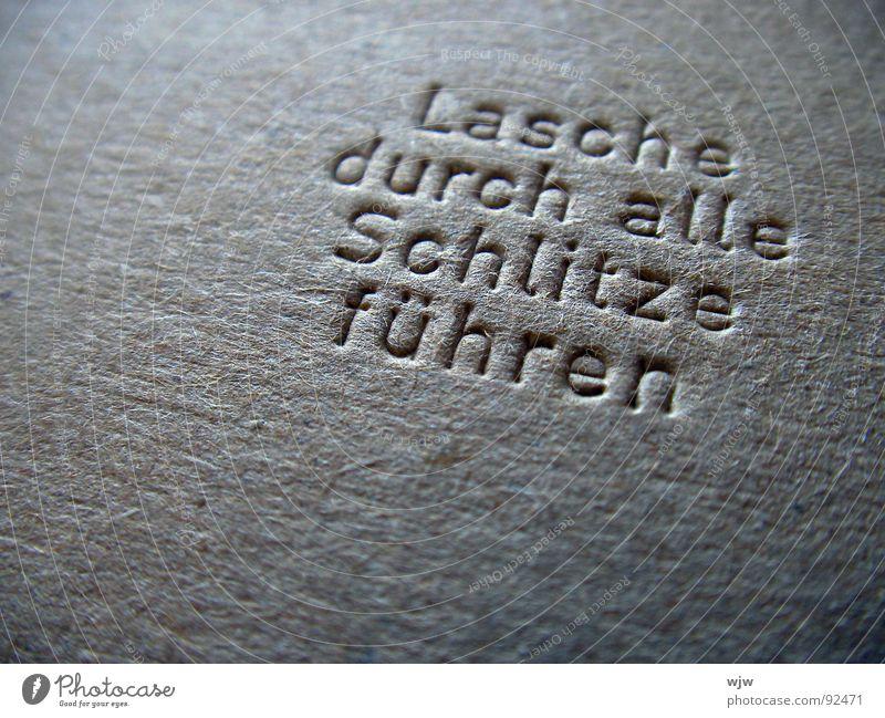 Lasche durch alle Schlitze führen Papier kalt grau braun Sicherheit neu Schriftzeichen Kommunizieren Klarheit Dienstleistungsgewerbe deutlich tief Typographie
