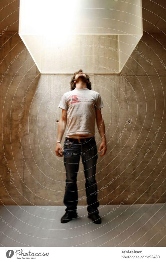 : pablos erste himmelfahrt : Mann blau schwarz Wand grau Bewegung springen Metall Glas fliegen Beton fahren Lautsprecher böse Kiste Hölle