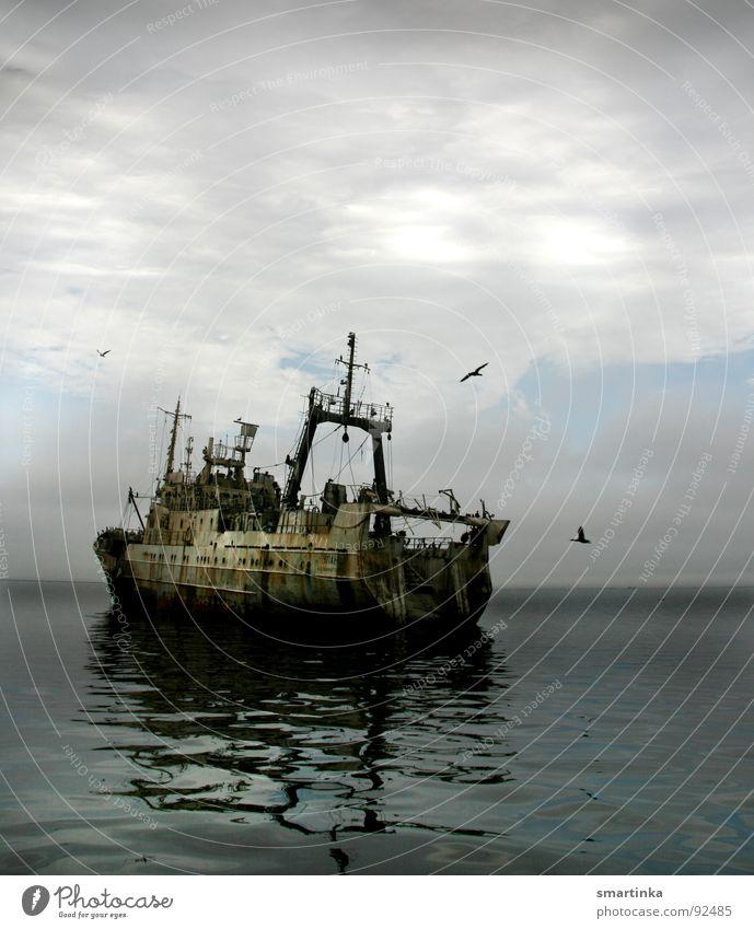 ULAN der Räuber Wasserfahrzeug Fischer Raubfischer Trawler Meer verfallen Tiefseefischer Schleppnetz Ausbeutung der Meere Beifang Schiffswrack Fangmengen