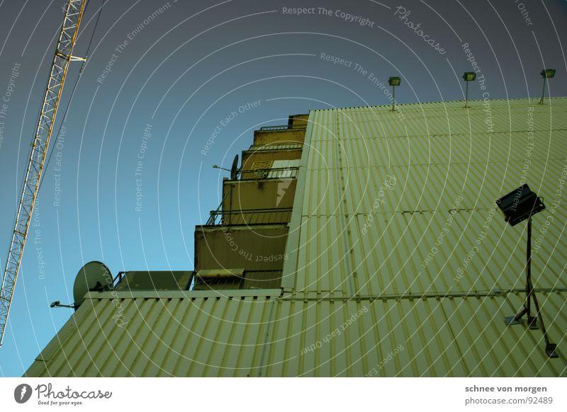 fürs augenmerk Himmel Haus Beleuchtung Fernsehen Balkon Kran Antenne