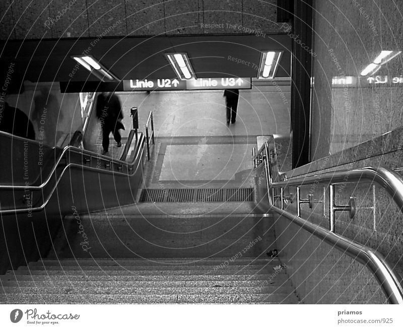 U-Bahn Abgang Architektur Verkehr Treppe U-Bahn Rolltreppe Unterführung