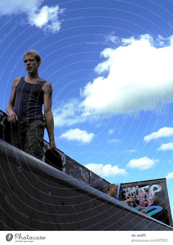 easy.goin. Himmel blau Sommer Freude Wolken Erholung Skateboarding lecker Typ Blauer Himmel Kerl Halfpipe Rampe Unterhemd