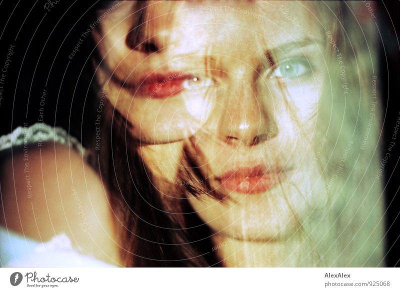 Ichsequenz Junge Frau Jugendliche Auge Mund Lippen Sommersprossen 18-30 Jahre Erwachsene Doppelbelichtung brünett langhaarig Blick träumen ästhetisch