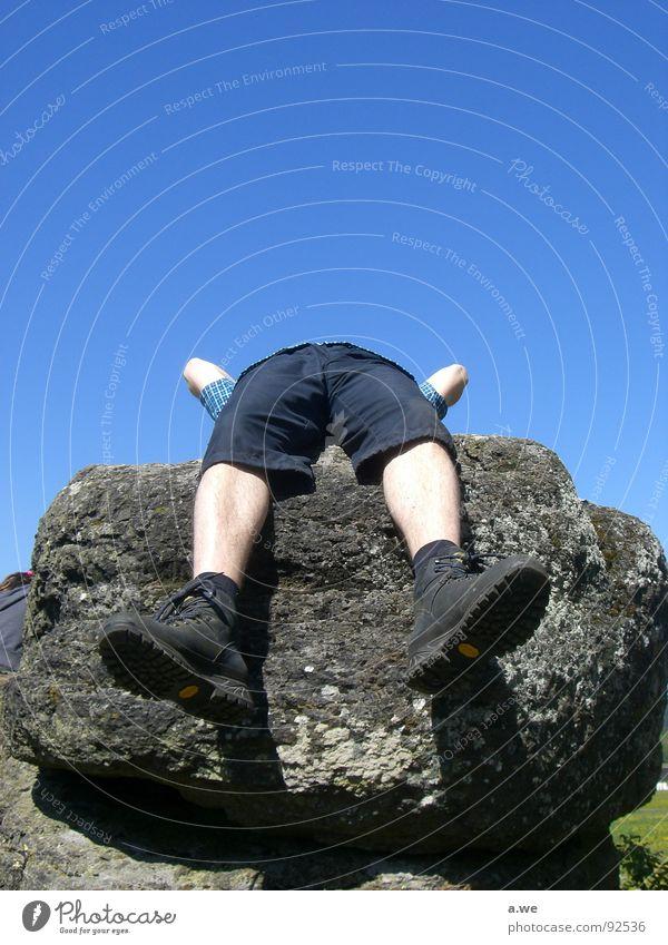 kopflos Himmel Freude Erholung Stein Beine Fuß liegen Pause drehen Langeweile