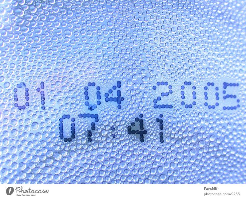Tag X Wassertropfen Ziffern & Zahlen Makroaufnahme