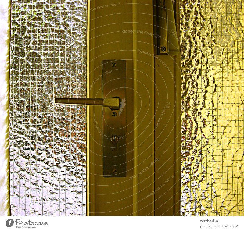 Prokops Haustür Glas Tür Häusliches Leben Burg oder Schloss Eingang Flur Schlüssel Griff Treppenhaus schließen Ausgang Versicherung Einladung Einbruch Blende Schlüsselloch