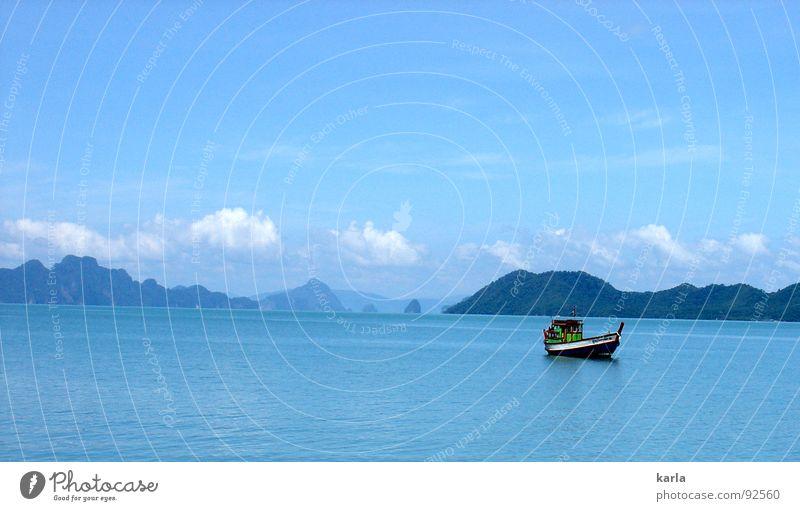 Tag am Meer Wasser Himmel blau ruhig Wolken Berge u. Gebirge Wasserfahrzeug Asien Thailand Fischereiwirtschaft