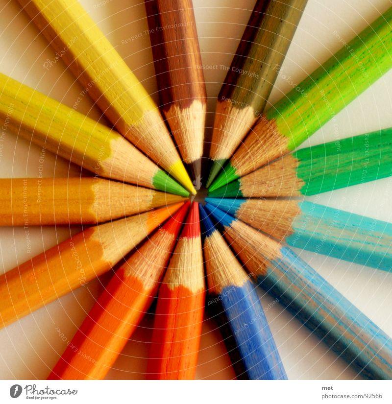 TRUE COLOURS grün blau rot gelb Farbe Holz braun orange Kreis mehrere rund liegen Freizeit & Hobby streichen Schreibstift zeichnen