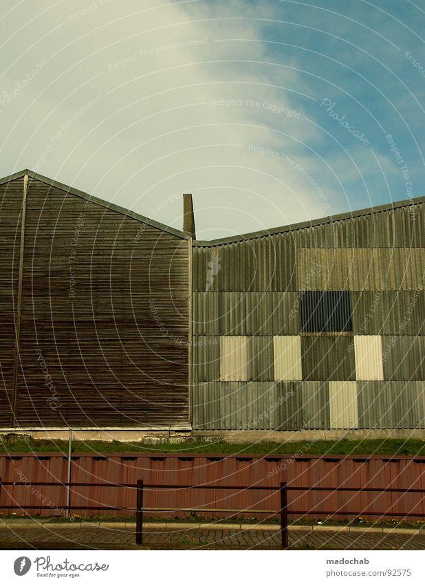 BRETTERBUDEN Haus Gebäude Wolken Holz improvisieren Baracke Architektur Industrie verfallen dach.dächer Straße Grenze Schornstein Himmel manfred Holzbrett