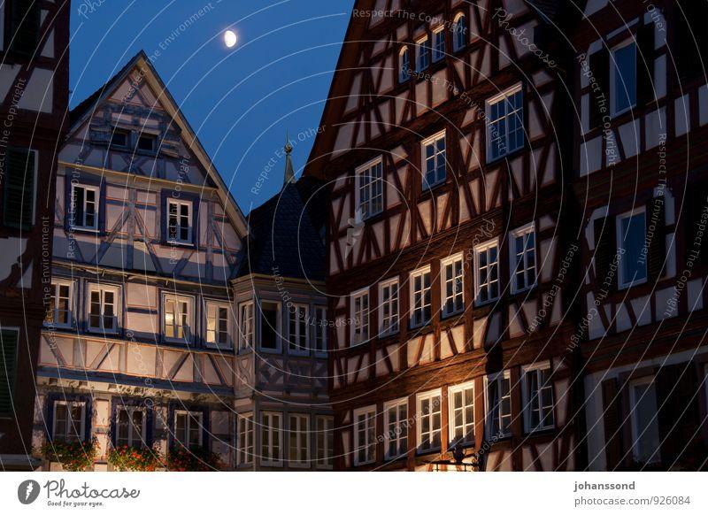 Altstadt Mosbach Nachthimmel Mond Baden-Württemberg Kleinstadt Stadtzentrum Haus Bauwerk Gebäude Architektur Fachwerkhaus Fassade Fenster schlafen eckig