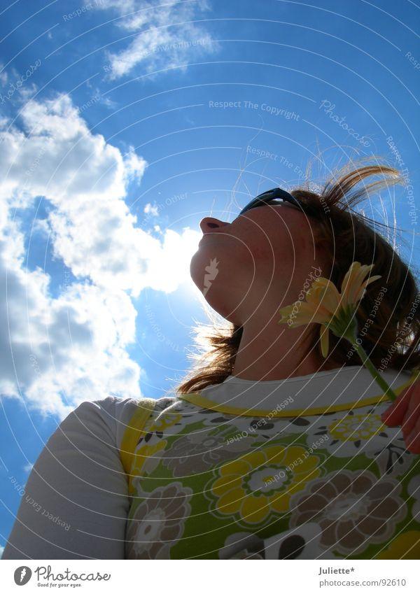 Nasenwolkenberührerin Frau Himmel weiß Blume blau Sommer Freude Wolken Farbe Beleuchtung Wind frisch
