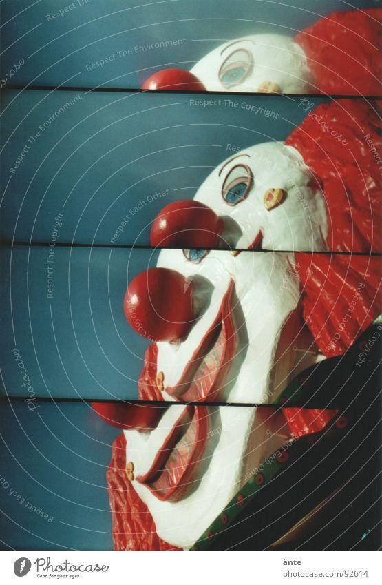 kinderperspektive oder: Es Spaßvogel Unsinn Prater Spielplatz Zirkus Lomografie gruselig Horrorfilm Versuch Freude Clown lachen lustig supersampler lomography