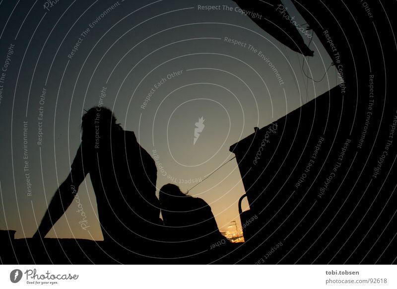 sunwatchers Mensch Sonne blau rot Sommer ruhig dunkel hell 2 orange Rücken Dach Handtuch Wäscheleine Valencia