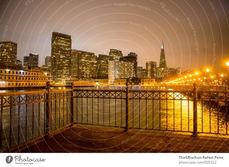 San Francisco Stadt Hafenstadt Stadtzentrum Skyline braun gelb gold orange schwarz Gebäude Bauwerk Licht Laterne Steg Treppengeländer Wasserfahrzeug Schifffahrt