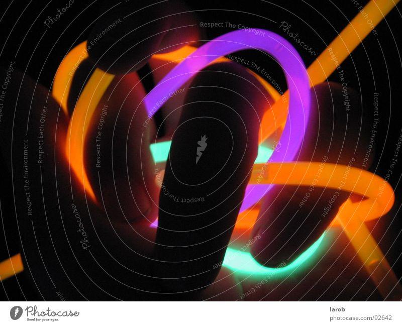chemical fingers Hand Farbe dunkel Finger Chemie Wurm schlangenförmig Leuchtstab