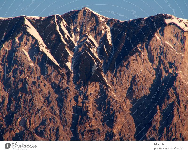 Ruft der Berg? Himmel Natur blau Winter Erholung Schnee Berge u. Gebirge Stein Luft Horizont Felsen wandern groß gefährlich bedrohlich Klettern