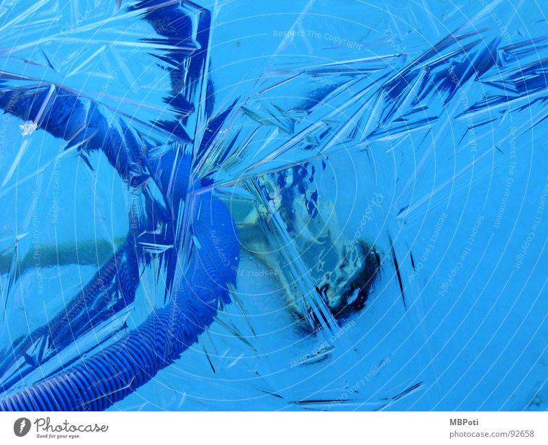 Cool Pool blau Wasser Winter Einsamkeit ruhig kalt Garten Eis geschlossen leer Ecke Coolness Reinigen Schwimmbad verfallen gefroren