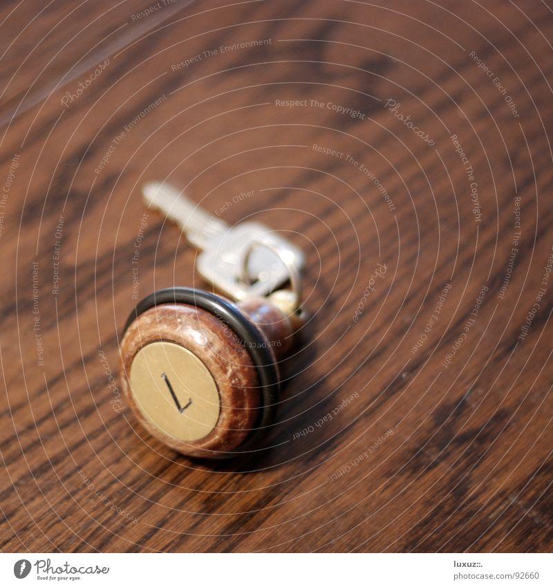 7 Schlüssel Verfall gebraucht Raum Ziffern & Zahlen Hotel Motel Wohnung Gastronomie Unterkunft Herberge Page Pension schlafen Tisch geschlossen verfallen