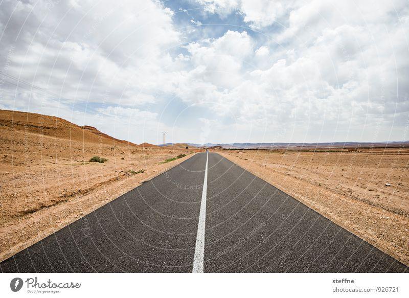 Wüstenstraße | Hoher Atlas Himmel Einsamkeit Wolken Berge u. Gebirge Straße Schönes Wetter Unendlichkeit Wüste heiß steinig geradeaus