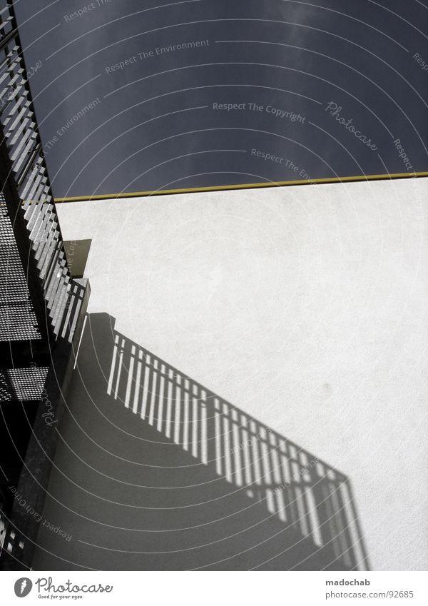 PARALLELWELTEN Wand Mauer Haus Gebäude einfach Architektur Vergänglichkeit Detailaufnahme Schatten Geländer Übergang Treppe Himmel wenige