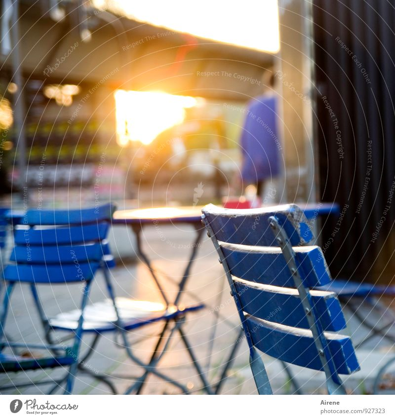 AST7 Pott | Bochum Sunset Mensch Stadt blau Essen braun gold Stuhl Möbel Restaurant Stadtzentrum Nachtleben bevölkert Café Biergarten ausgehen Straßencafé