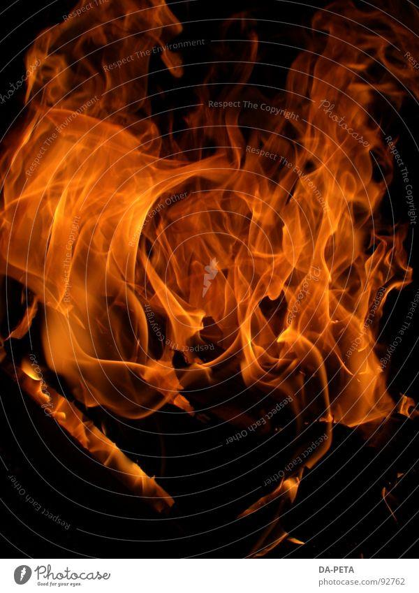 Fire rot gelb hell orange Brand Feuer heiß Leidenschaft brennen Flamme Hölle Feuerstelle