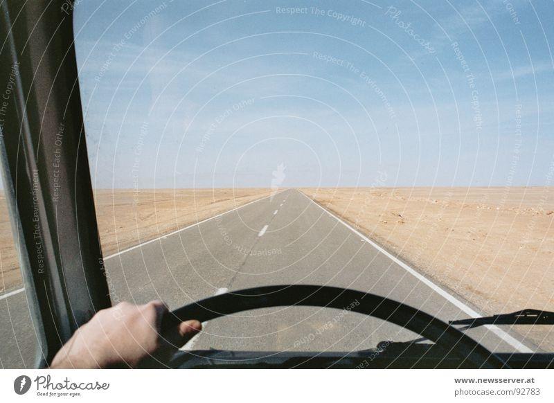 Driving Home Asphalt Wüste Straße Linie Himmel Sand Heimweg Heimreise fremd trist Bus