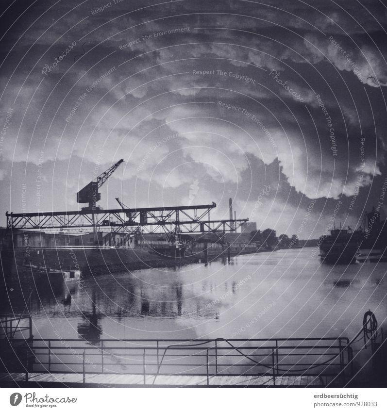 Wolkenhafen Industrie Wasser Himmel Industrieanlage Binnenschifffahrt Passagierschiff Hafen ästhetisch Stimmung Irritation Reflexion & Spiegelung