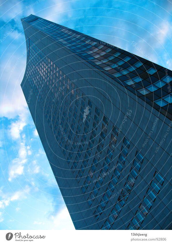 Kellerperspektive Himmel blau Wolken Fenster Deutschland Hochhaus hoch Studium Perspektive Turm Leipzig DDR Sachsen Koloss MDR