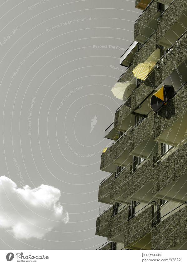 auf'm Sonnendeck Farbe Einsamkeit Wolken Wärme grau Zeit außergewöhnlich oben Fassade Häusliches Leben Zufriedenheit modern Klima hoch Warmherzigkeit
